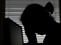 Studie: Mehr Menschen wegen psychischer Krankheit berufsunfähig
