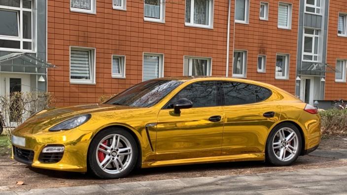 Polizei zieht Goldfolien-Porsche aus dem Verkehr