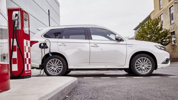 Mitsubishi Hybrid Plug-In 2018 Launch