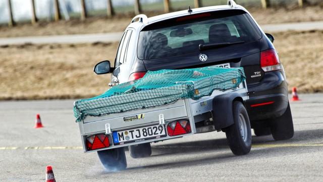 Adac Testet Anhanger Gefahr Am Haken Auto Mobil Suddeutsche De
