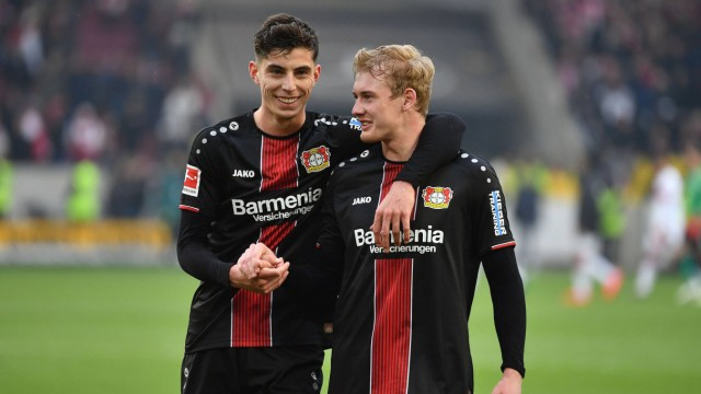 Schlussjubel v li Kai HAVERTZ Bayer Leverkusen Julian BRANDT Bayer Leverkusen Umarmung Aktion; havertz