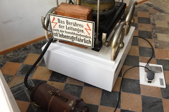 Teil der Tschaikowsky-Maschine, hinter dem sich der Kassettenrekorder versteckt mit der Musik aus dem berühmten Ballett
