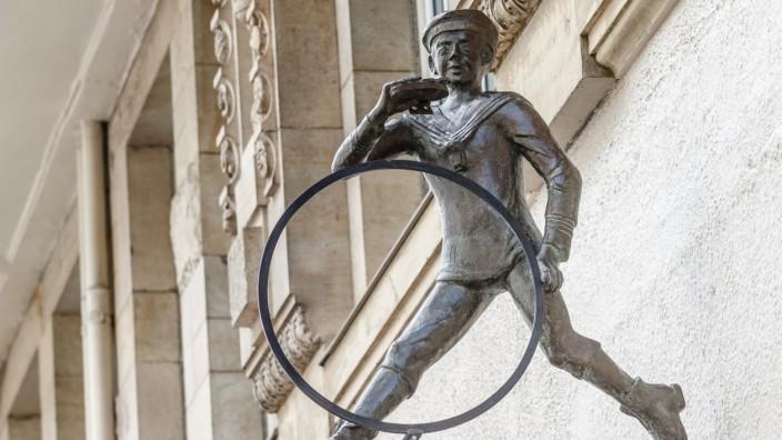 Enthüllung der Bronzeskulptur 'Jung mit'n Tüdelband'
