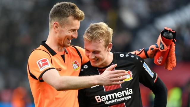 Bayer Leverkusen - Lukas Hradecky und Julian Brandt