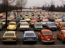 VWs auf dem Parkplatz der Mitarbeiter bei Volkswagen in Wolfsburg