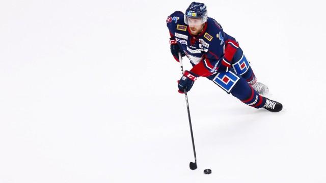 171017 Linköpings Derek Roy under ishockeymatchen i SHL mellan Linköping och Djurgarden den 17 okto; eishockey