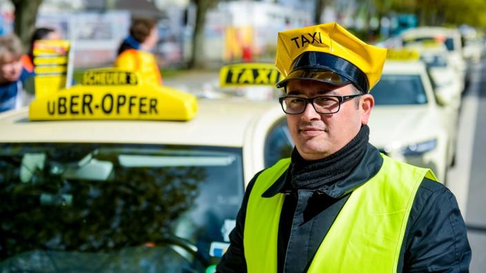 Protestaktionen der Taxifahrer in Hamburg
