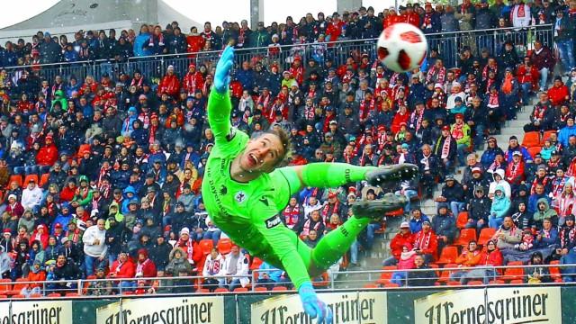 Flugparade von Torhüter Marco Hiller München Fußball 3 Liga 2018 19 FSV Zwickau TSV 1860 Münche