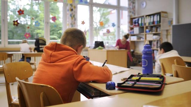 Nachsitzen Hausaufgaben schreiben lernen NAchhilfe Hausaufgabenbetreuumg Mittagsbetreuung Grundschu