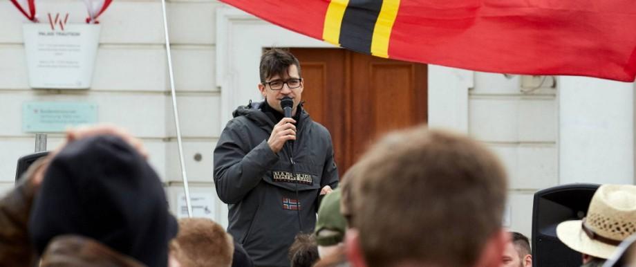 Identitäre Bewegung - Martin Sellner auf einer Kundgebung 2019 in Wien
