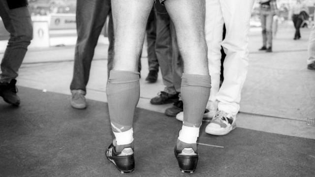 Die Beine von Pierre Littbarski 1 FC Köln