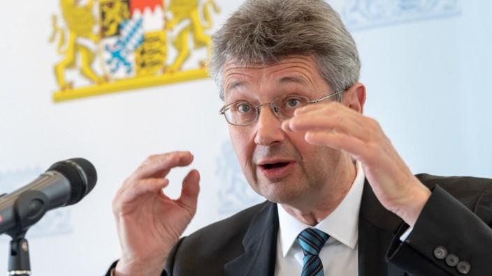 Kultusminister informiert über bayerisches Mathematik-Abitur