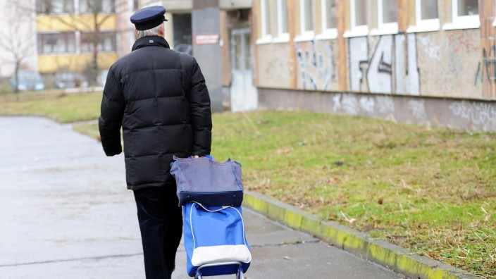 Mann in Hellersdorf in Berlin