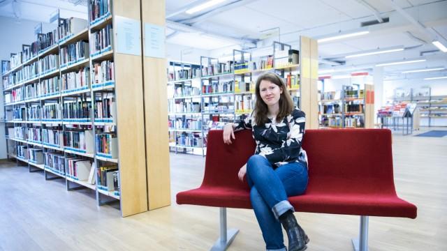 Neubiberg, Gemeindebibliothek wird 50,Treffen mit stv. Leiterin Nina Hippmann