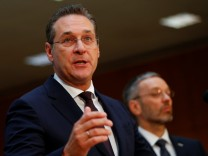 Austrian Interior Minister Kickl and Vice Chancellor Strache attend a news conference in Vienna