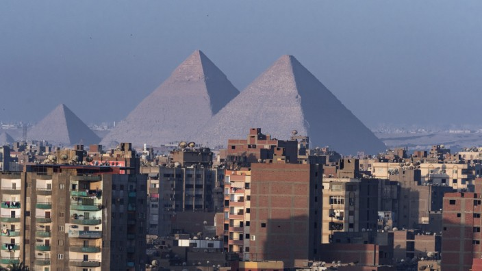 Pyramiden am Stadtrand von Kairo