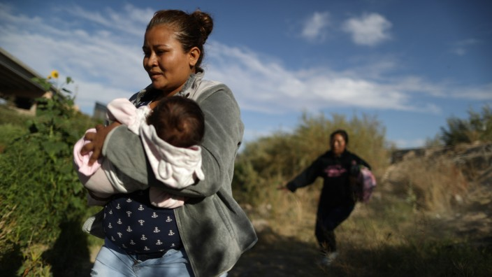 Swelling Numbers Of Migrants Overwhelm Southern Border Crossings