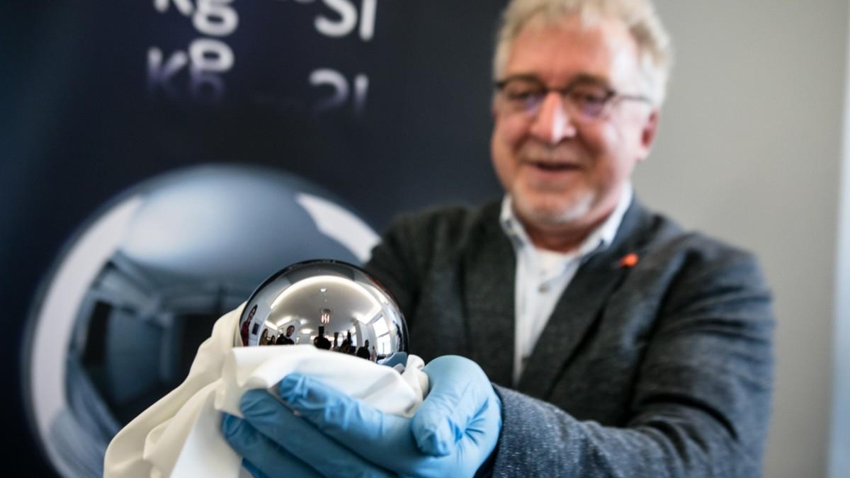 Diese Kugel definiert künftig ein Kilogramm