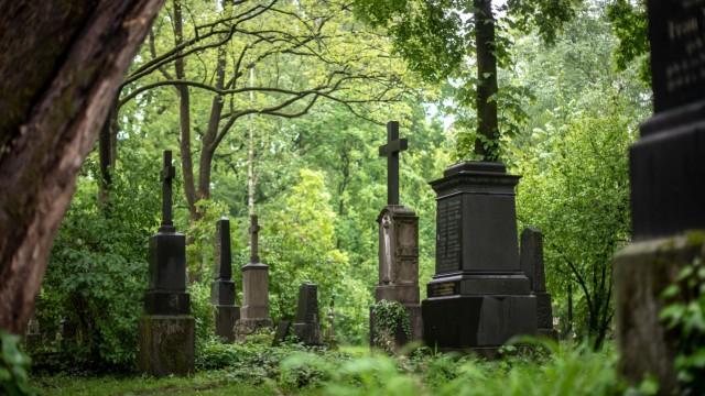 Auftakt im Prozess um Totschlag auf einem Friedhof