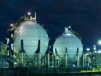 Gas storage tanks PUBLICATIONxINxGERxSUIxAUTxONLY Copyright xleungchopanx Panthermedia16297847