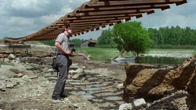 Hochwasser unterspülte Bahnlinie