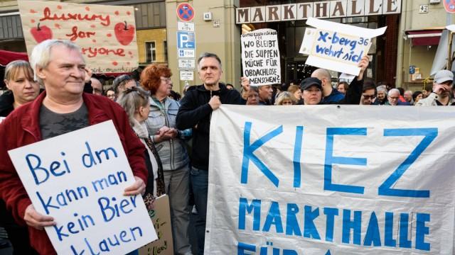 Kundgebung in Berlin Kreuzberg unter dem Motto Markthalle 9 für Alle Unter dem Motto Markthalle 9 f