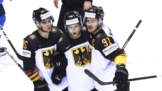 KAHUN Dominik Team GER Tor zum 2 2 Jubel mit MUELLER Moritz und TIFFELS Frederik Eishockey Weltme