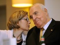 Altbundeskanzler Helmut Kohl CDU hat am Montag 03 11 14 in Frankfurt am Main sein neues Buch Aus