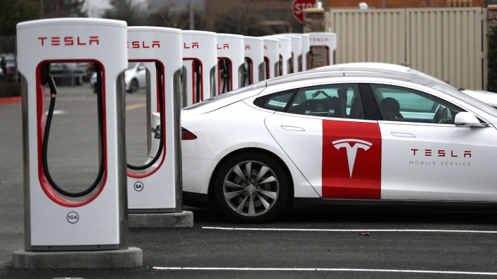 Tesla To Release Fourth Quarter Earnings