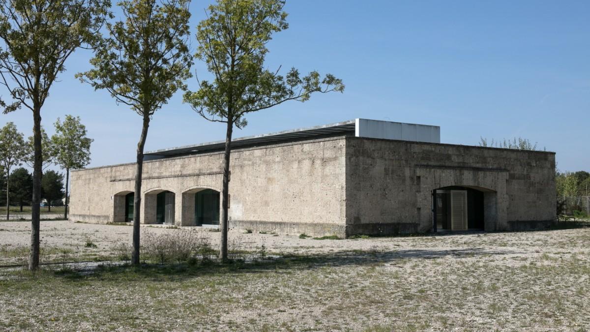 Das alte Nazi-Bauwerk einfach abreißen oder teuer sanieren?