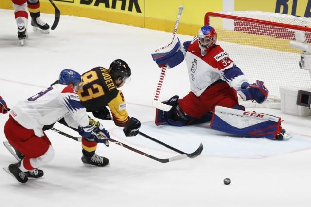 Ice Hockey World Championships - Quarterfinals - Czech Republic v Germany