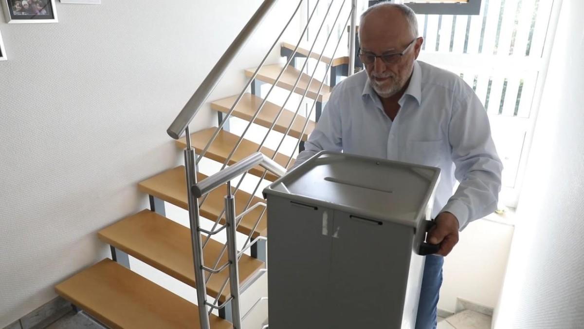 Ein Wohnzimmer als öffentliches Wahllokal