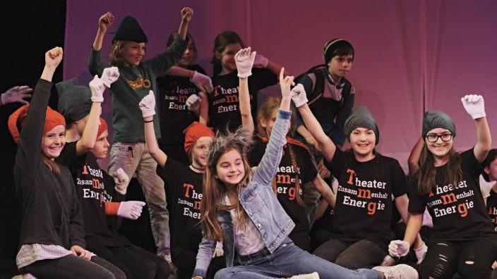 TUSCH Aufführung des Thomas Mann Gymnasiums mit den Münchner Kammerspielen. Die Bilder sind beim Schultheaterfestival dieses Jahr entstanden, wo ein Ausschnitt der TUSCH Aufführung präsentiert wurde.