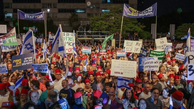 Tausende demonstrieren in Tel Aviv gegen Netanjahu