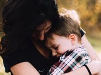 Sohn und Mutter