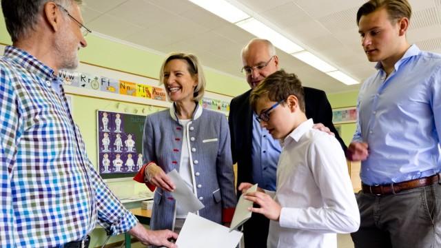 Europawahl in Vaterstetten Stimmabgabe Niebler