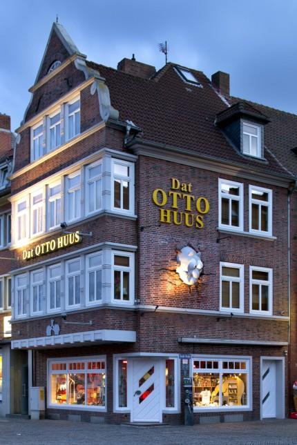 Bekannt Emden: Otto Waalkes setzt sich selbst ein Denkmal - Reise QQ22