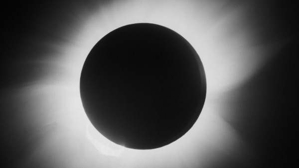Total solar eclipse, 29 May 1919.