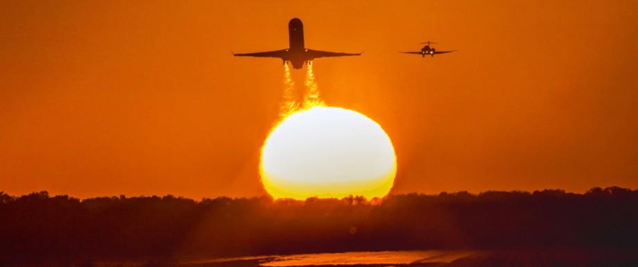 Flugzeug startet am Flughafen München