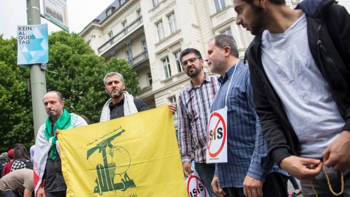 Berlin Demonstration zum Anti Israelischen Al Quds Tag Ca 1000 Menschen protestierten am Samstag de