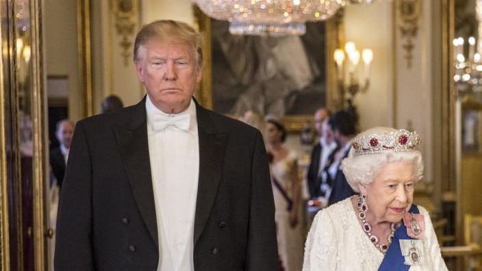 US-Präsident Donald Trump mit Queen Elisabeth II. 2019 in London
