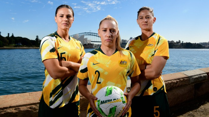 SOCCER MATILDAS TEAM ANNOUNCEMENT Matilda players L R Emily Gielnick Gemma Simon and Laura Alley; Australien Fußball Matildas