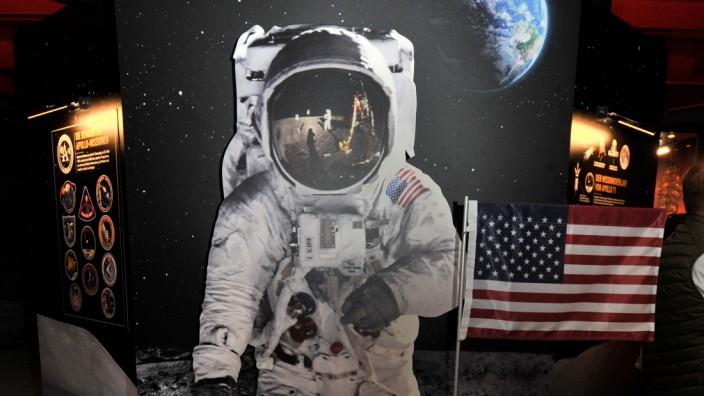 Raisting: Radom  Ausstellung 50 Jahre Mondlandung