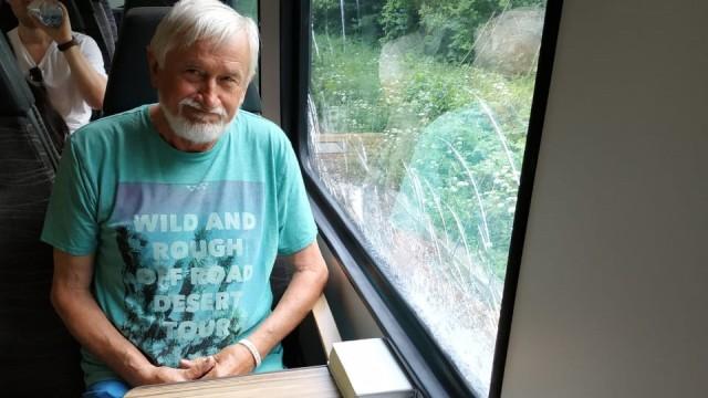 Wolfgang Weidner aus München, 70 Jahre alt, auf dem Weg nach Teisendorf.