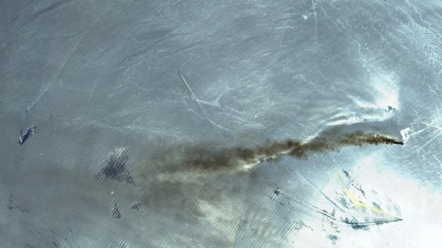 Iran-Konflikt - Satellitenaufnahme eines brennenden Tankers im Golf von Oman