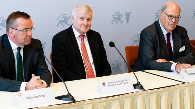 Horst Seehofer auf der Innenministerkonferenz 2019 in Kiel