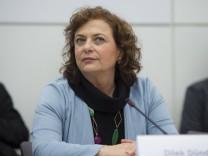 DEU Deutschland Germany Berlin 12 04 2016 Die Journalistin Dilek Dündar Ehefrau des angeklagte
