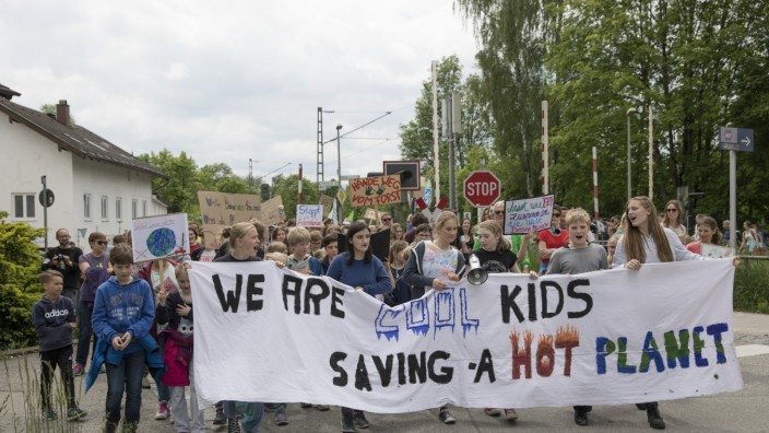 Fridays for Future Demo in Grafing, Start im Stadtpark, danach Zug durch die Stadt