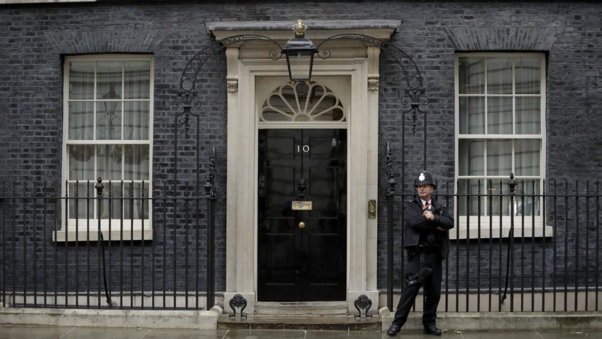 Boris Johnson versteckt sich