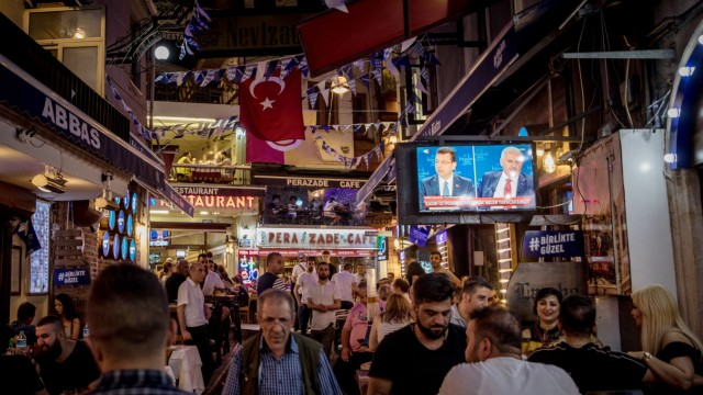 Istanbul's Mayoral Candidates Debate Ahead of New Election